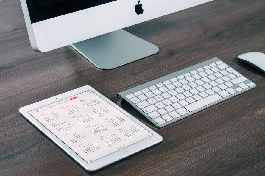 apple-desk-working-technology-large.jpeg